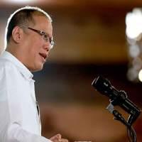 Aquino, Roxas have no agenda for OFWs