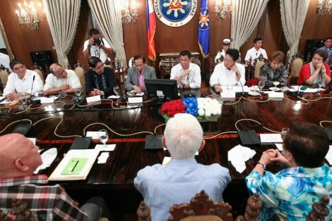 duterte-meeting-ph-ndf-peace-panels_6960CF2C5B6543F88CD1D56EDADBA917