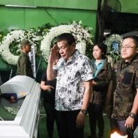 Duterte visits wake of slain soldiers in Eastern Samar